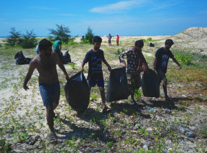 mantra beach cleanup3